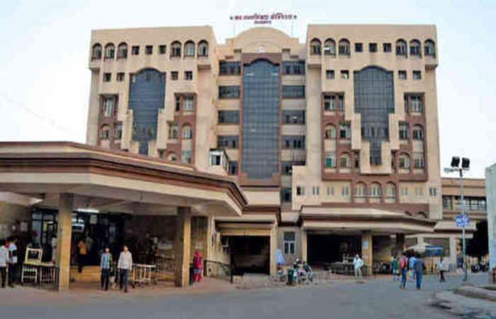 """ભાવનગરની """"Sir T"""" હોસ્પિટલમાં નર્સનો આપઘાત – સ્યુસાઈડ નોટમાં લખ્યુ """"મારે લગ્ન નથી કરવા, લવ યુ પાપા"""""""