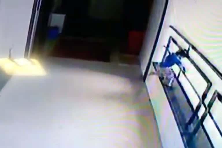 સુરતના કતારગામની એક બીલ્ડિંગના આઠમાં માળેથી બાળક નીચે પટકાતા થયુ કરૂણ મોત